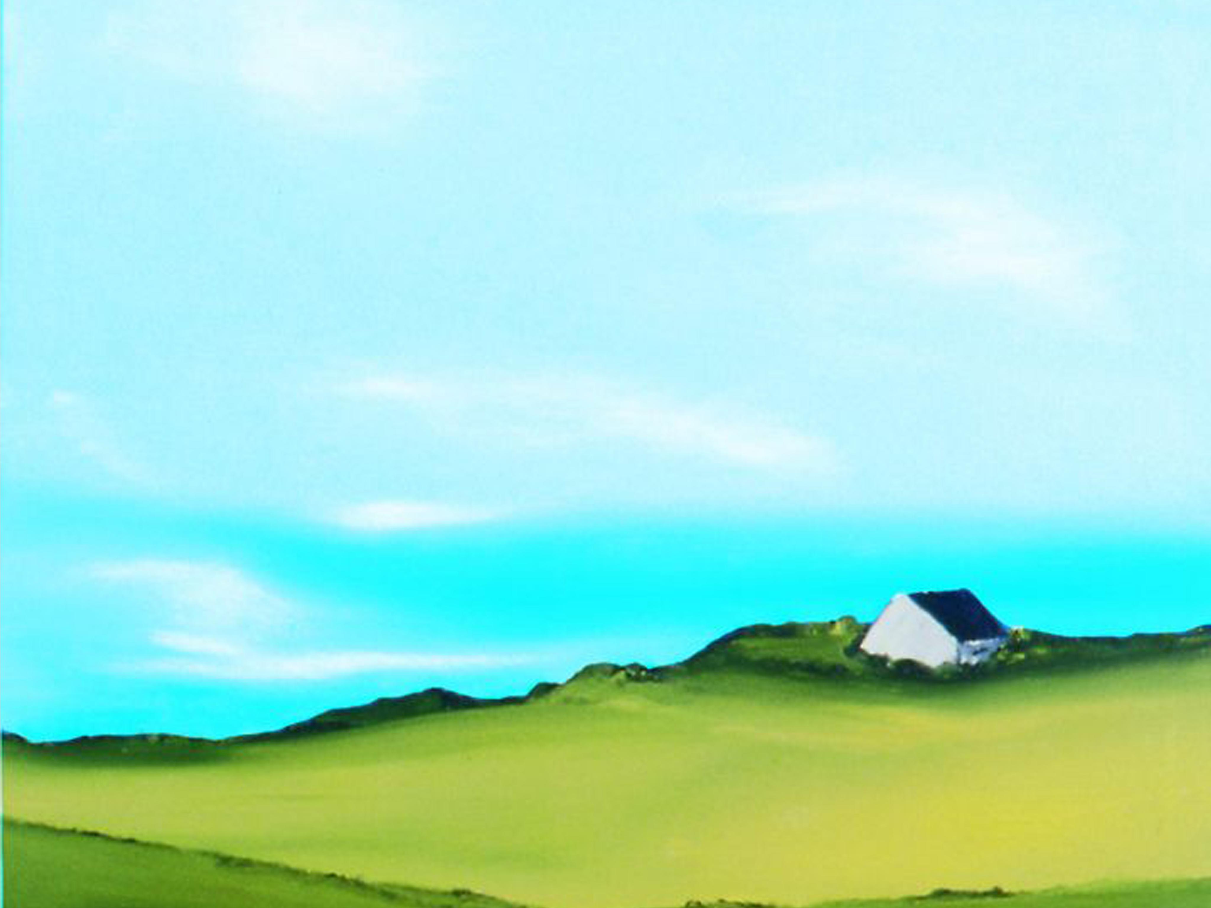 ein Haus auf einem Hügel, darüber ein türkis-wolkiger Himmel